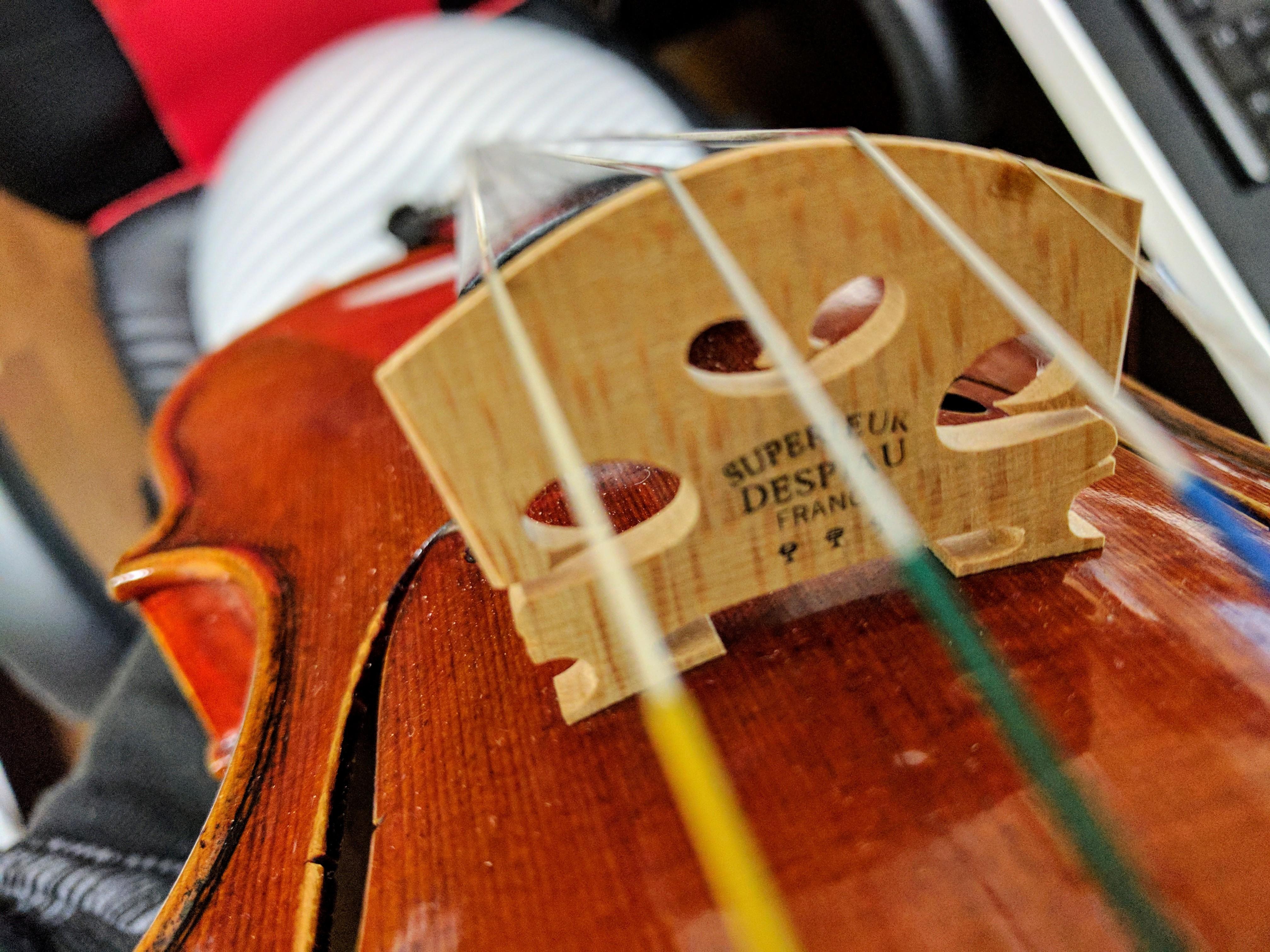 新作ヴァイオリンの駒交換&魂柱交換をしてもらいました。