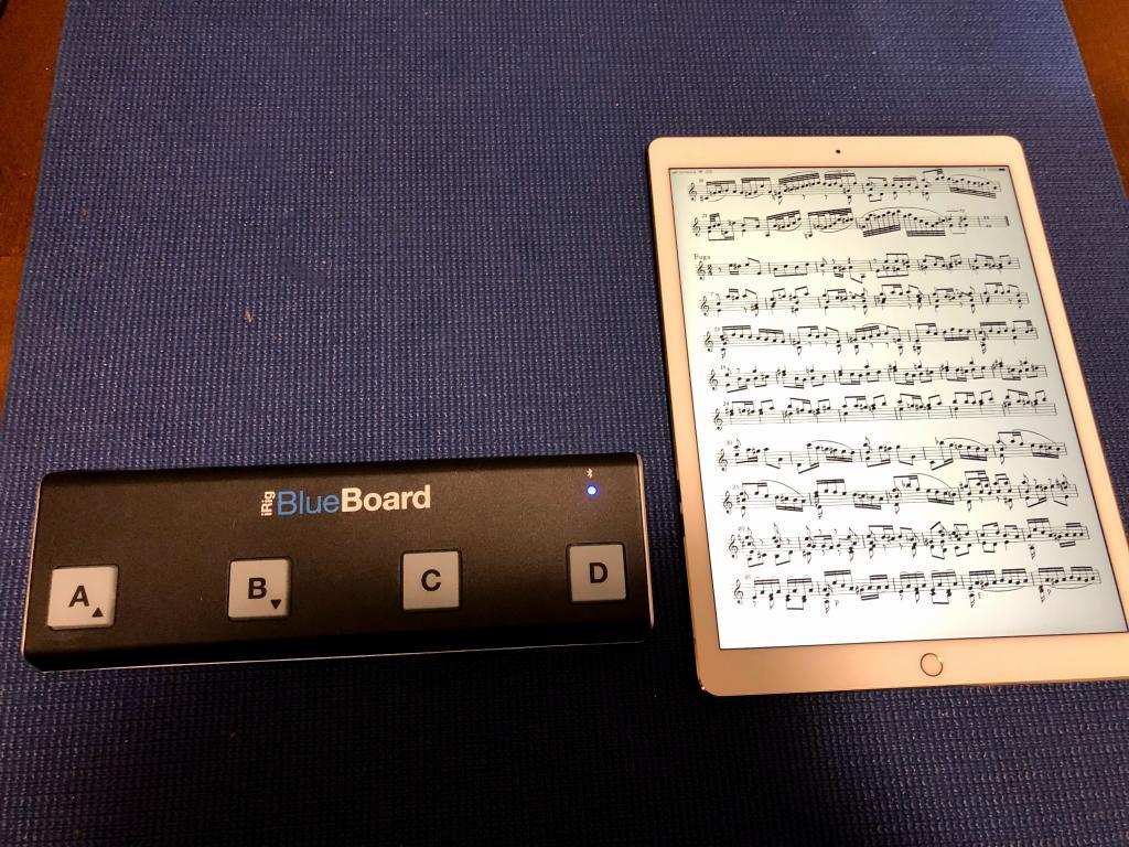 譜面ビュワーとして、iPad Pro(12.9インチ)とiRig BlueBoardを導入しました。